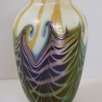QUEZAL ART GLASS VASE, circa 1915 - Art Glass