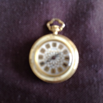 Found amongst my late grans beads - Pocket Watches
