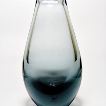 VICKE LINDSTRAND FOR  KOSTA-SWEDEN - Art Glass