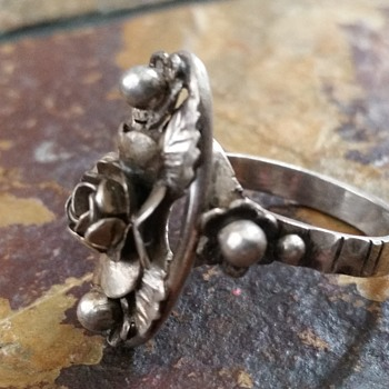 Gorgeous Antique Ring,Resembles Hobé Silver Jewelry  - Costume Jewelry