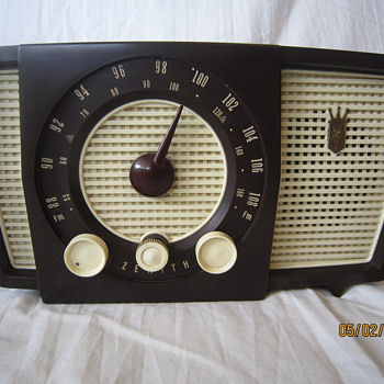 1955 Bakelite Brown Zenith Tube Table AM FM Radio Model Y723  - Radios