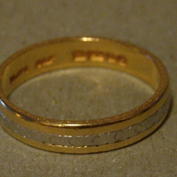 22KT and Platinum Wedding Band