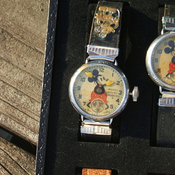 1933 WORLDS FAIR MICKEY WATCH - Wristwatches