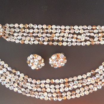 Vogue Vintage Necklace, Bracelet & Earring Set - Costume Jewelry