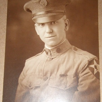 WW1 2nd Division soldier in uniform - Photographs