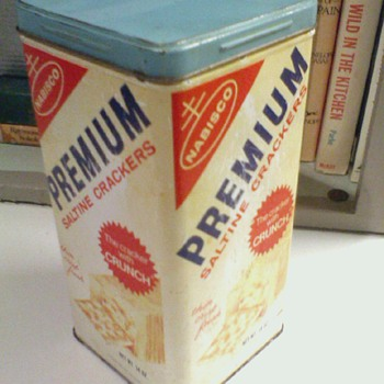 Vintage Nabisco Saltine Crackers Tin  marked 1969 - Advertising