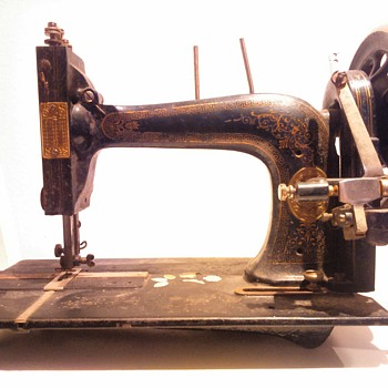 Unidentified sewing machine - Sewing