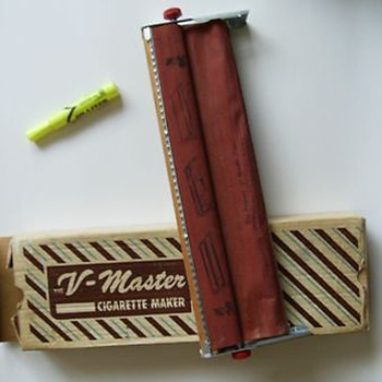 V MASTER ( 1956 ) CIGARETTE ROLLER - Made in Canada - Tobacciana