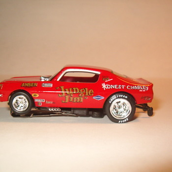 AUTO WORLD H.O. SCALE JUNGLE JIM CAMARO SET CAR