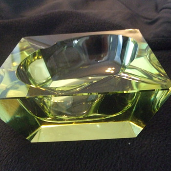 Early High quality glass ashtray - Tobacciana