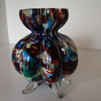 Eight -lobed  five - footed spatter glass vase