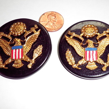 HELP NEEDED TO ID AND AGE THESE BUTTONS  MILITARY? - Sewing