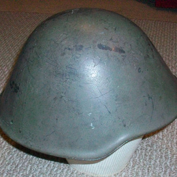 Unknown helmet ..again - Military and Wartime