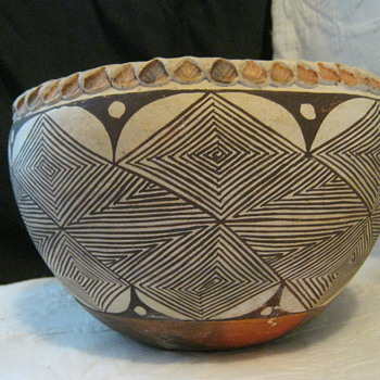 Acoma Fine Line Pot with Pie Crust Edge