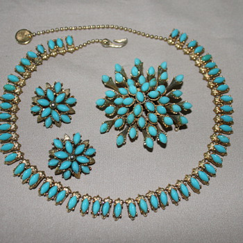 HAR Necklace, Earrings and Brooch - Costume Jewelry