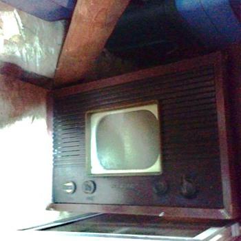 TV RCA Model 8-T-243