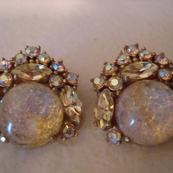 A little bling bling for the New Year! Schiaparelli earrings :) - Costume Jewelry