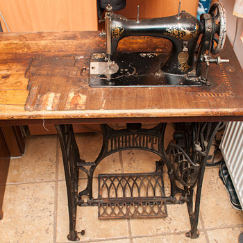 1951 singer sewing machine in cabinet value