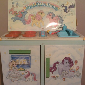 My Little Pony - Kitchen Centre (damaged)- is this a collectable? UK