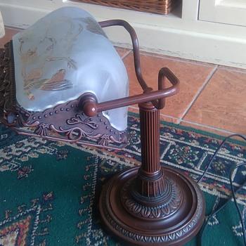 Help identifying a desk lamp