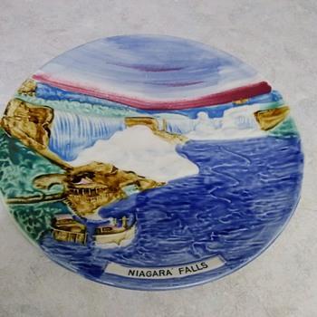 NIAGARA FALLS PLATE - Pottery
