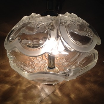 CLAMSHELL GLASS / CRYSTAL HANGING CEILING LAMP / LIGHT