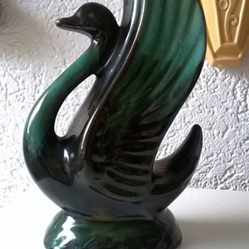 Blue Mountain Pottery Swan Vase Thrift Shop Find 1 Euro ($1.08) - Pottery