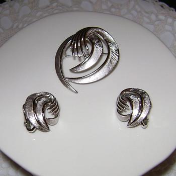 Trifari Brooch with Earrings