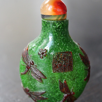 Amber Dragonflys Over Green Snowflake Glass Snuff Bottle - Asian