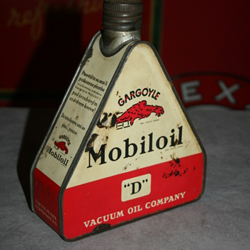 mobiloil triangular oil can