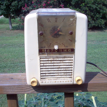 MY BEAT UP WESTINGHOUSE - Radios
