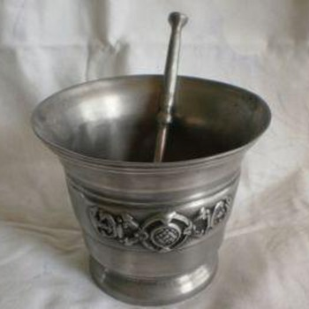 Mortar and pestle. 92% tin - Advertising