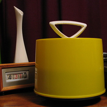 Vintage 1960'S Yellow Disk-Go-Case