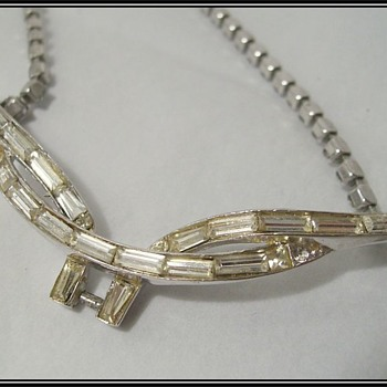 Vintage -- CORO NECKLACE