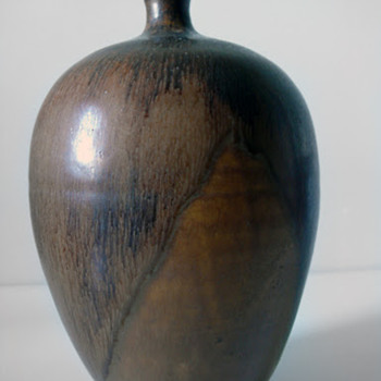 JS signed studio vase - Art Pottery