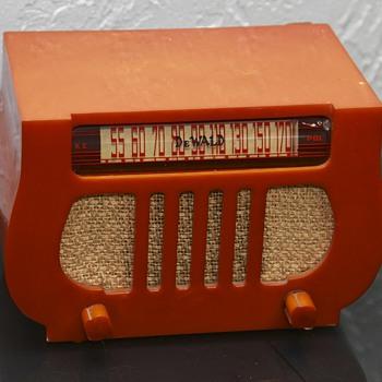 Dewald Model-A-501 - Radios