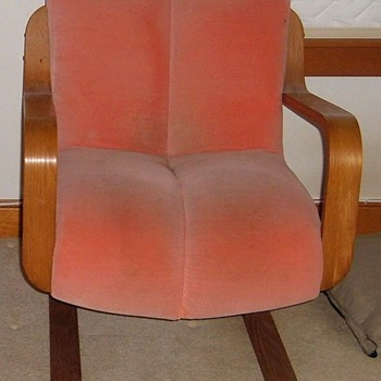 Does anyone know the manufacturer of this chair?