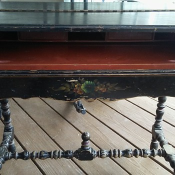 This desk was passed on to me and I cant find NO info on it? Help?? It has the numbers 3106 3 on the bottom thats it!