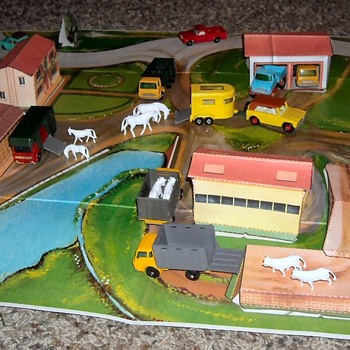 Matchbox R-3 Farmland Pop Up Roadway - Model Cars