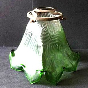 LOETZ OR KRALIK SPIRALOPTISCH SHADE. - Art Glass