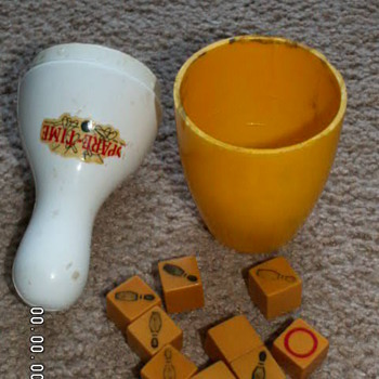 Antique/Vintage 1940's SPARETIME Bowling Game w/ Bakelite Dice Y-081 - Games