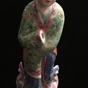 Chinese Woman Figurine with one hand