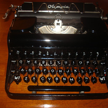 1935 Olympia Elite Portable typewriter (Dutch) - Office