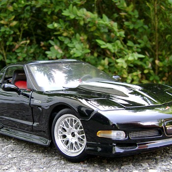 1 / 18 Scale Maisto Corvette - Model Cars