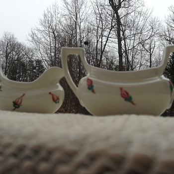 English teaware? porcelain creamer and sugar dish - Pottery
