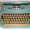 Vintage 1960&#039;s Aqua Singer Portable Typewriter