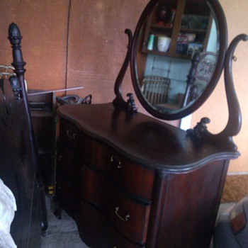 Dresser serpentine with oval mirror - Furniture