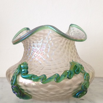 Kralik martelé and rigaree swagged bowl - Art Glass