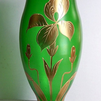 THIN EMERALD GREEN BLOWN GLASS  GOLD IRIS ENAMELED TRIM ART GLASS VASE