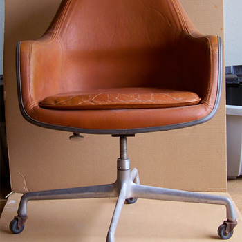Herman Miller Chair - Furniture